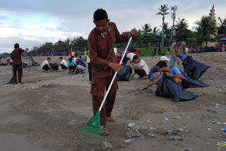 Bali, Indonesia, beach cleanup, hotel workers