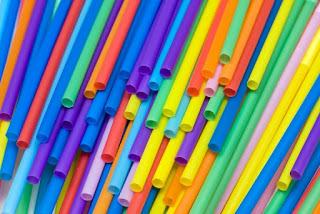 plastic straws, colored plastic straws